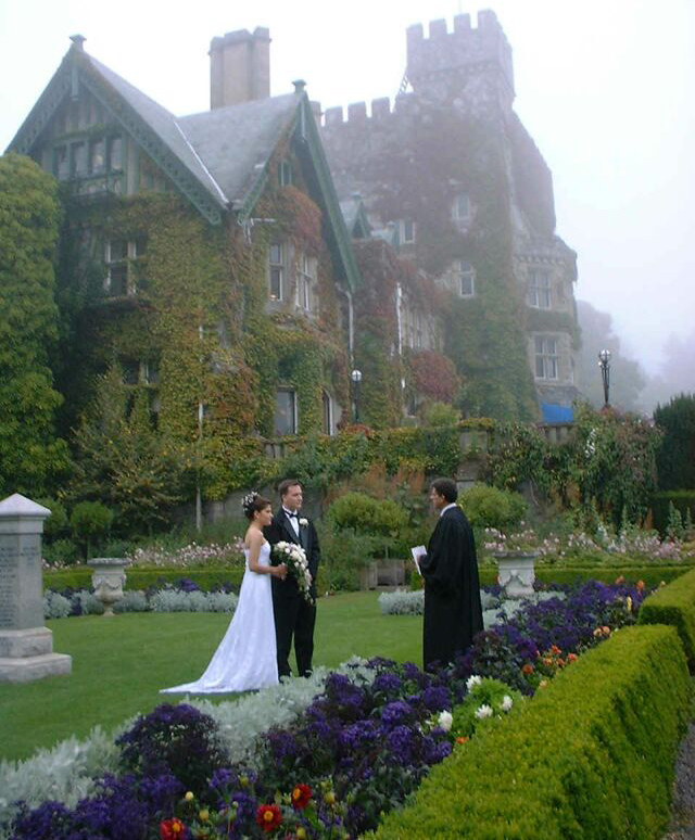 wedding in the Italian Garden at Hatley Park in Colwood (Victoria)