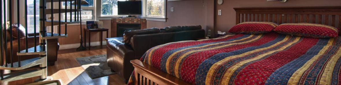 Family B&B Suite kitchenette, fireplace, private balcony