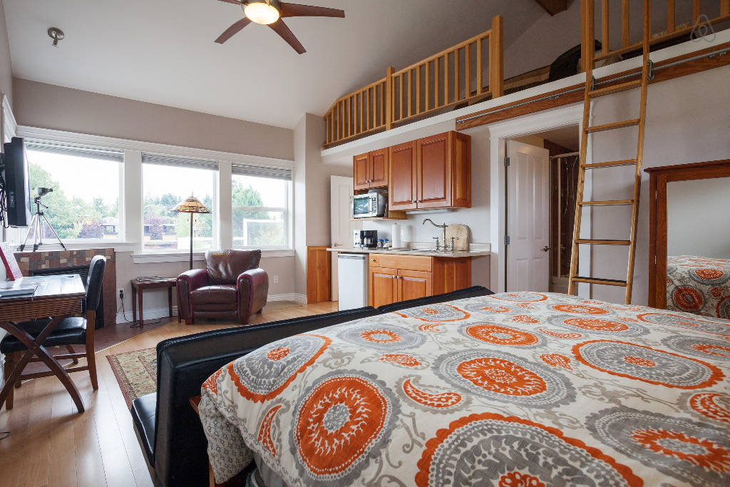Luxury suite with kitchenette at B&B Victoria